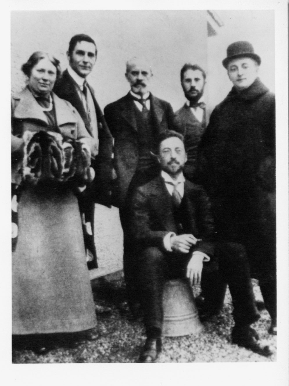 Munich, 1911: Wassily Kandinsky, seated, Thomas de Hartmann, far right; also pictured, left to right: Maria Marc, Franz Marc, Bernhard Koehler, Heinrich Campendonk. Courtesy The Thomas de Hartmann Archives, Yale University Music Library.